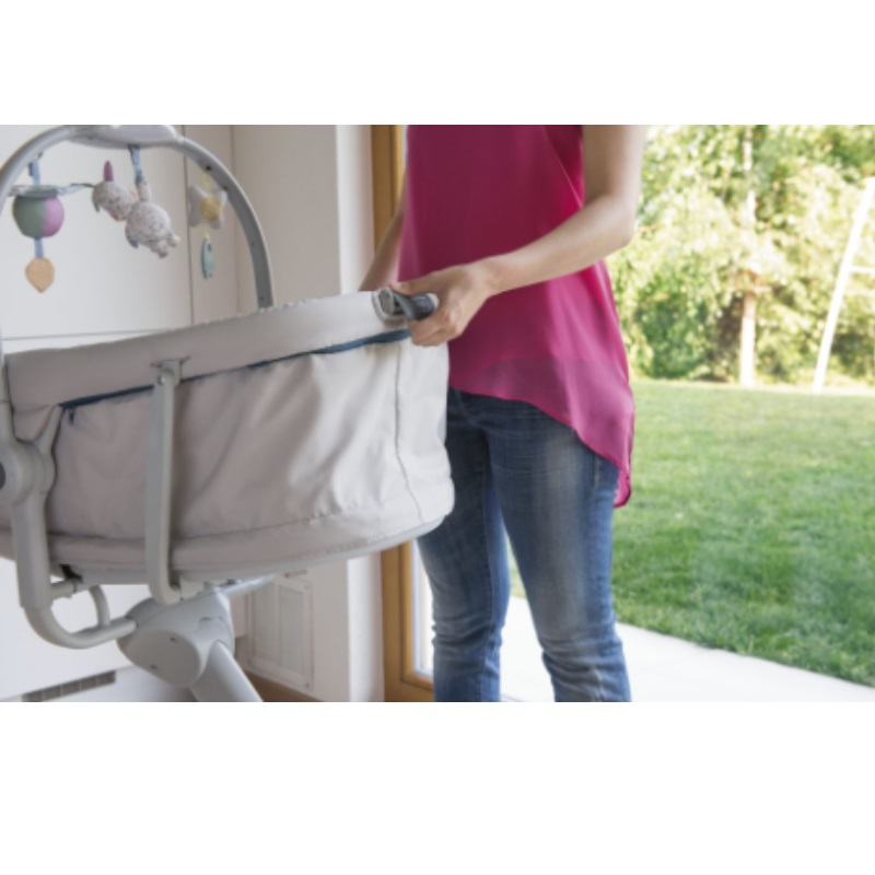 Chicco Baby Hug 4-In-1 Bassinet Crib + Free Meal Set 12M+ worth $39.90